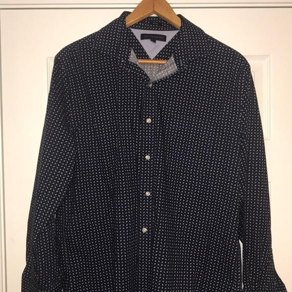 TOMMY HILFIGER Dress Shirt Men/'s Size 16-1//2 32//33 Light Blue Long Sleeve NWT